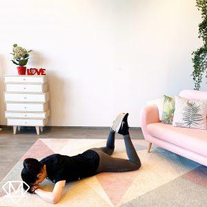 Pilatesübung für den unteren Rücken