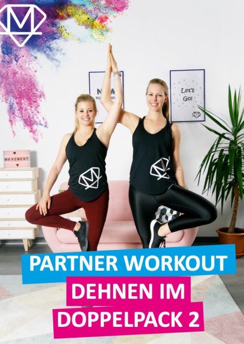 Zwei lächelnde Frauen in einer Yogaposition